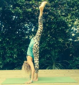 standing splits 1